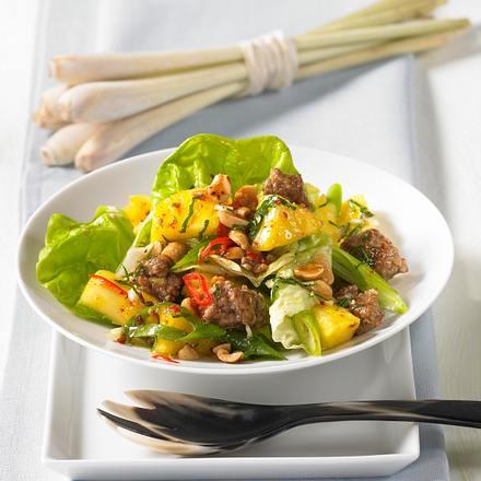Thai-Salat mit Hack und Ananas Rezept