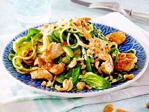 Thai-Zucchinispaghetti mit Hähnchen Rezept