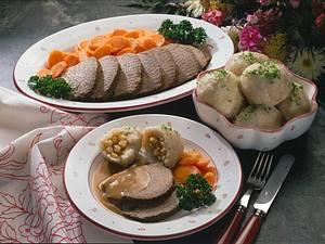 Thüringer Klöße mit Rinderbraten und Möhrengemüse Rezept