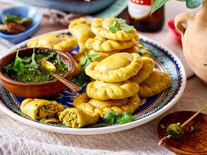 Thunfisch-Empanadas mit Mojo verde Rezept