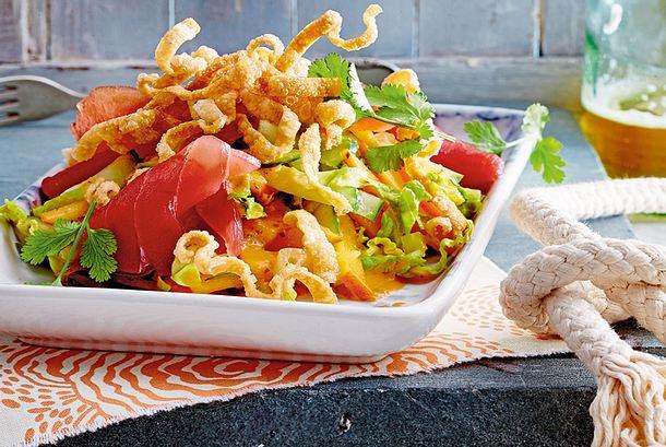 Thunfisch-Kakifrucht-Salat mit Wan Tan Rezept