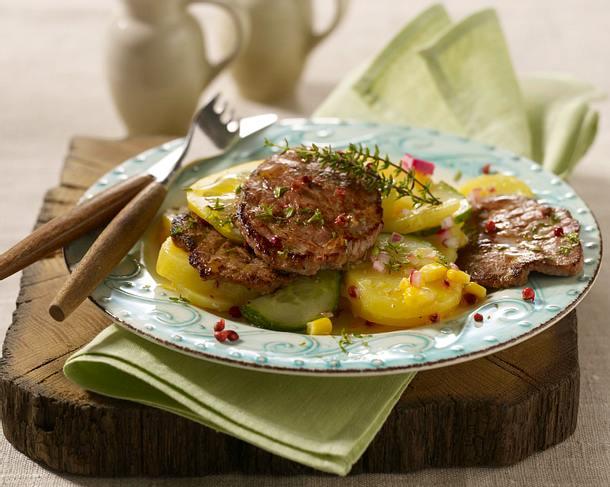 Thymianschnitzel mit schnellem Gurken-Kartoffel-Salat Rezept