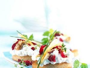 Toast mit Cranberry-Hüttenkäse Rezept