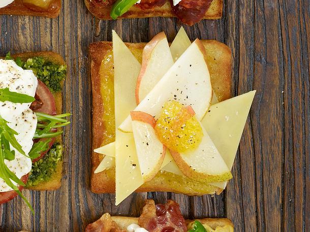 Toast mit Feigen-Senf-Sauce, Birnen und Greyerzer Rezept