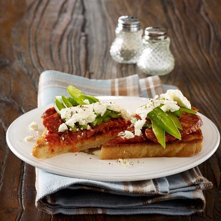 Toast mit Remoulade, Parma, gerösteter Paprika, Basilikum und Parmesan Rezept