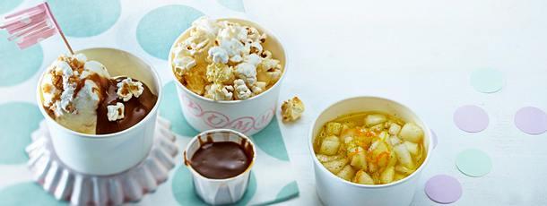Toffee-Eis mit Karamellsoße, Birnen-Vanille-Salat und Popcorn Rezept