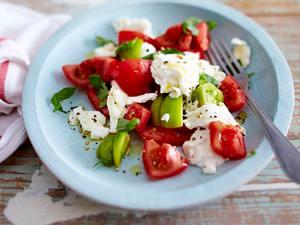 Tomate mit Mozzarella, Burrata, Basilikum und Olivenöl Rezept