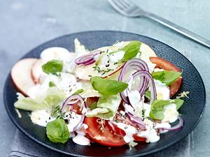 Tomaten-Apfel-Salat mit Kräuter-Joghurtdressing Rezept