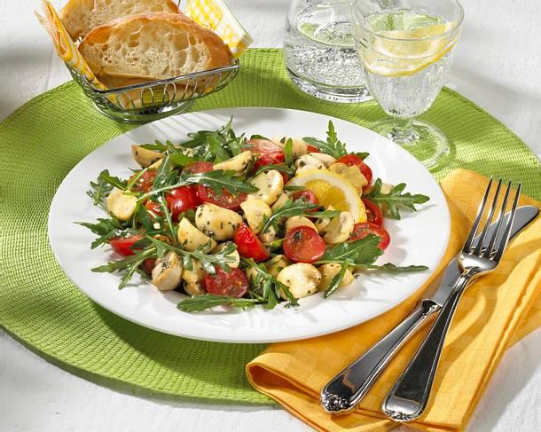 Tomaten-Champignon-Salat mit Rauke und Zitronen-Dressing Rezept