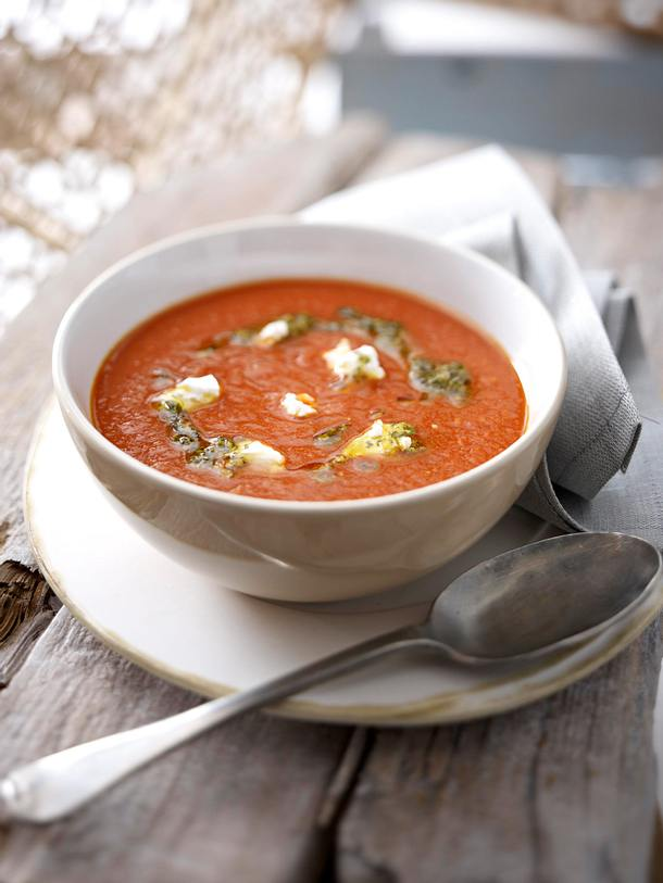 Tomaten-Curry-Creme mit Ziegenfrischkäse Rezept | LECKER