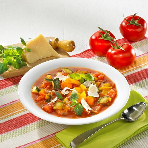 Tomaten-Minestrone mit Käse Rezept