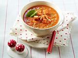 Tomaten-Möhren-Suppe mit Pinienkernen, Croûtons und Basilikum Rezept