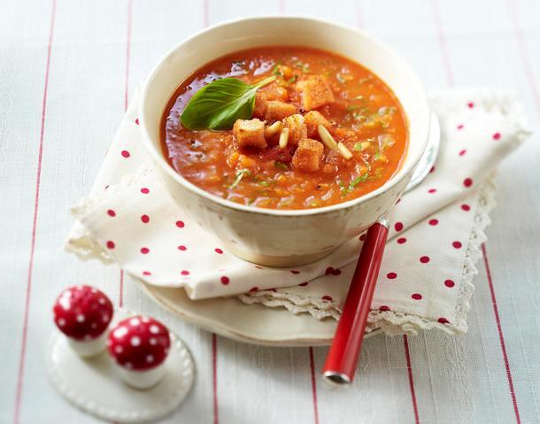 tomaten m hren suppe mit pinienkernen cro tons und basilikum rezept chefkoch rezepte auf. Black Bedroom Furniture Sets. Home Design Ideas
