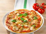Tomaten-Mozzarella-Pizza mit Hähnchenfilet Rezept