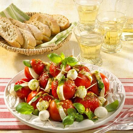 Tomaten-Mozzarella-Salat auf Spießen Rezept