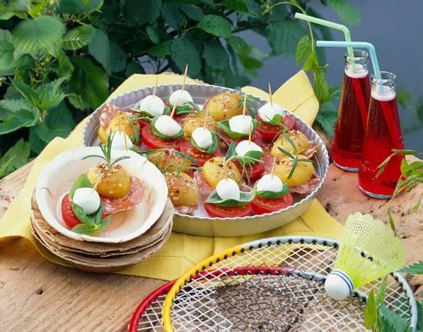 Tomaten-Mozzarella- und Kartoffel-Salami-Spieße Rezept