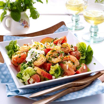 Tomaten-Nektarinensalat mit Garnelen Rezept