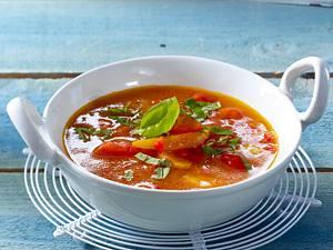 Tomaten-Paprikasuppe mit Aprikosen und Basilikum Rezept