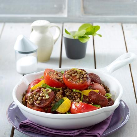 Tomaten-Pfanne mit Sucuk-Wurst, Linsen, Möhren und Porree Rezept