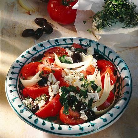 Tomaten-Salat mit Schafskäse und Oliven Rezept