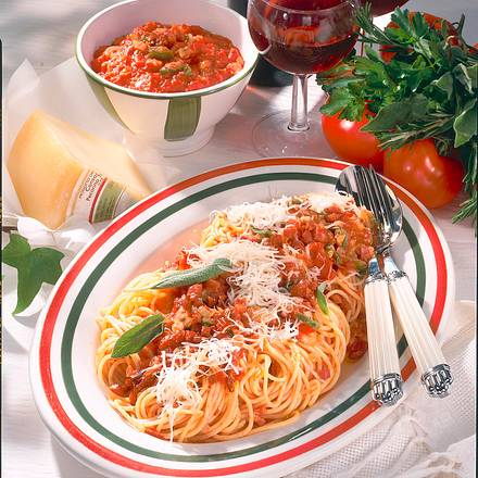 Tomaten-Spaghetti mit Speck & Salbei Rezept