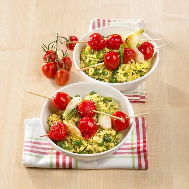 Tomaten-Spieße auf Kräuter-Risotto Rezept