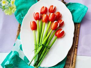 Tomaten-Tulpenstrauß mit Frischkäsefüllung Rezept