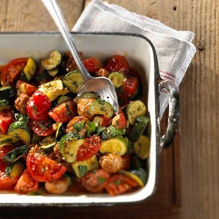 Tomaten-Zucchini-Gemüse mit Brätbällchen Rezept