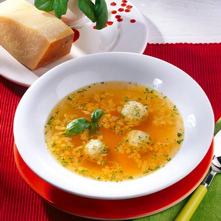 Tomatenbrühe mit Parmesanklößchen Rezept