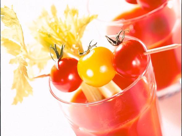 Tomatendrink mit Sellerie Rezept