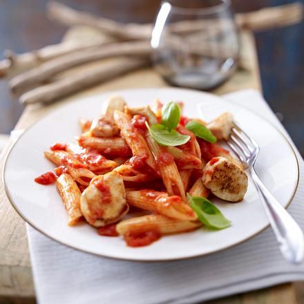 Tomatennudeln mit gebackenen Hähnchennuggets Rezept