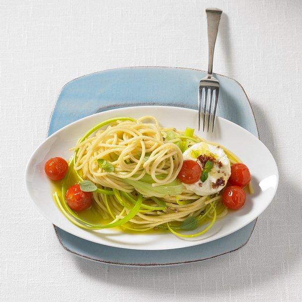 Tomatennudeln mit Käsetalern Rezept