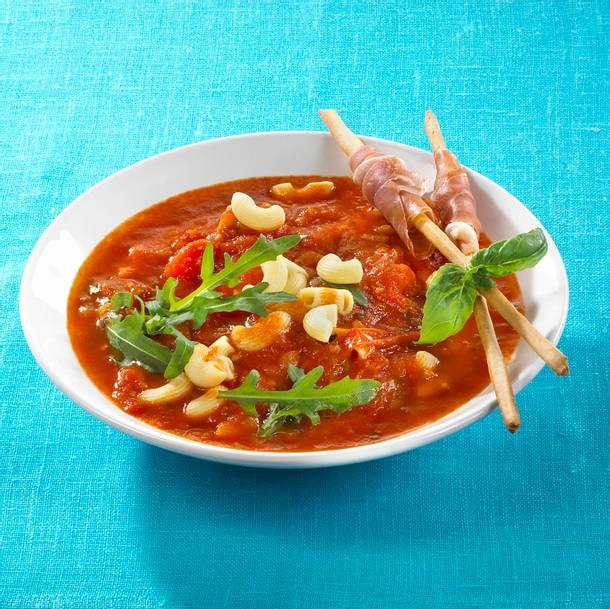 Tomatennudelsuppe mit Grissinistangen Rezept