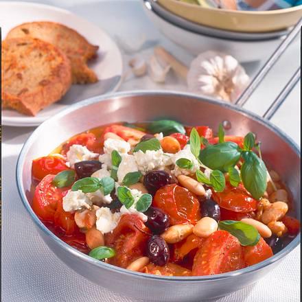 Tomatenpfanne mit weißen Bohnen und Schafskäse Rezept