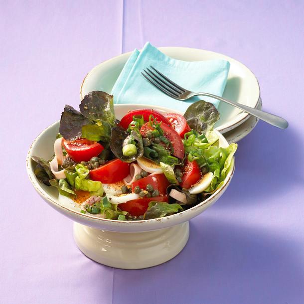 Tomatensalat mit Eiern Rezept