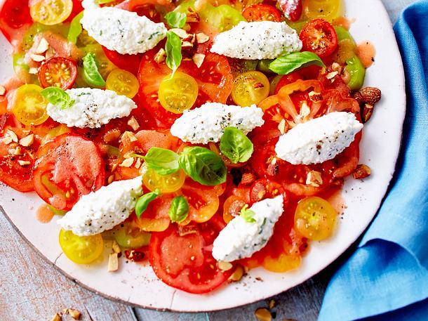 Tomatensalat mit Frischkäsenocken Rezept