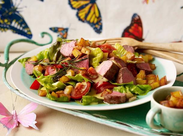 Tomatensalat mit Kartoffel-Croûtons und zartem Lamm Rezept
