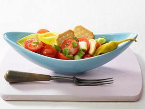 Tomatensalat mit Kräcker Rezept