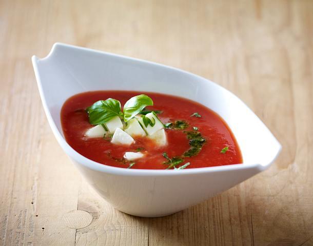 Tomatensoße vier mal anders: mit Mozzarella, Pesto und Basilikum Rezept
