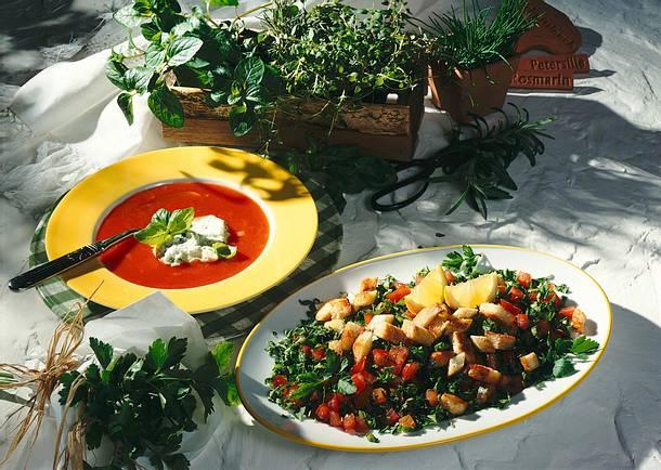 Tomatensuppe mit Basilikum-Sahne Rezept