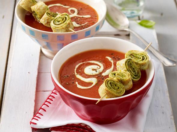 Tomatensuppe mit Crespelle-Spießchen Rezept