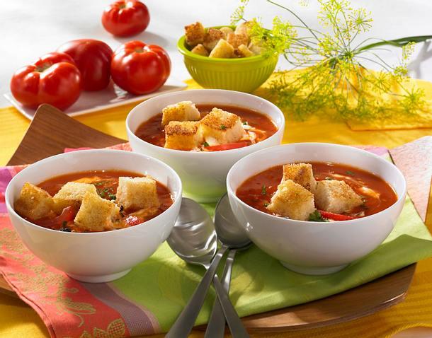 Tomatensuppe mit Gin-Sahne und Croûtons Rezept