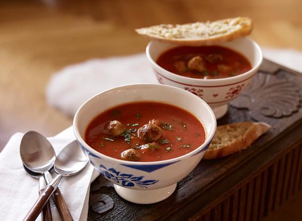 Tomatensuppe mit Hackbällchen und Parmesan-Ciabatta Rezept