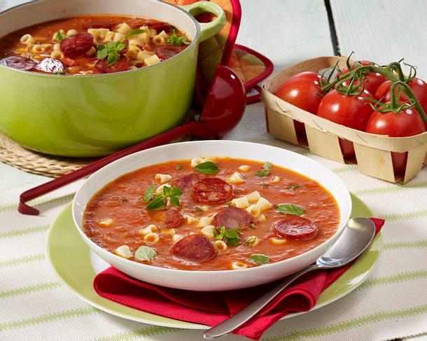 Tomatensuppe mit Nudeln und Wurst Rezept
