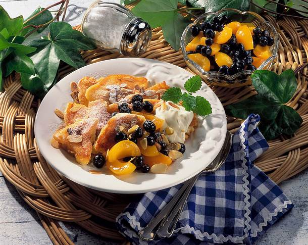 Topfen-Schmarren mit Früchten Rezept