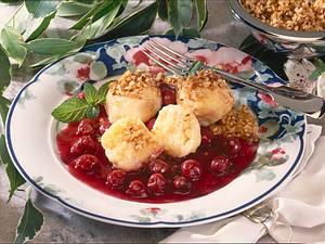 Topfenknödel mit Kirschkompott Rezept