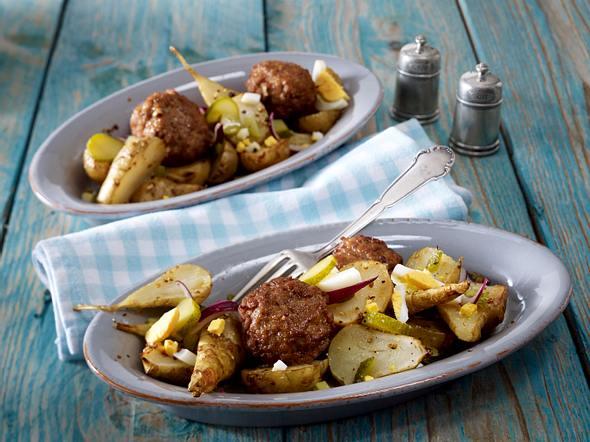 Topinambur-Salat in Senfvinaigrette zu Frikadellen Rezept