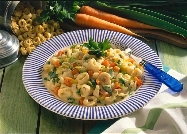 Tortellini in Gemüsesoße Rezept