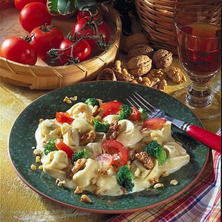 Tortellini mit Broccoli und Walnuss-Sahne-Soße Rezept