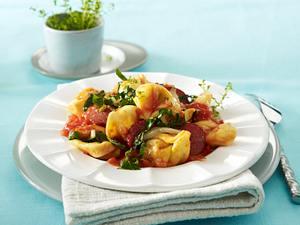 Tortellini mit Mangold und Cabanossi in Tomatensoße Rezept